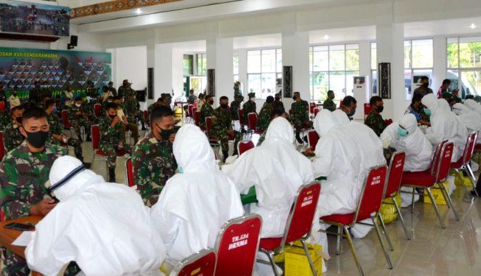Suasana rapid test covid-19 kepada angota Kodam XVII/Cenderawasih di Aula Tonny A Rompis, Makodam XVII/Cenderawasih, Jumat (22/5)