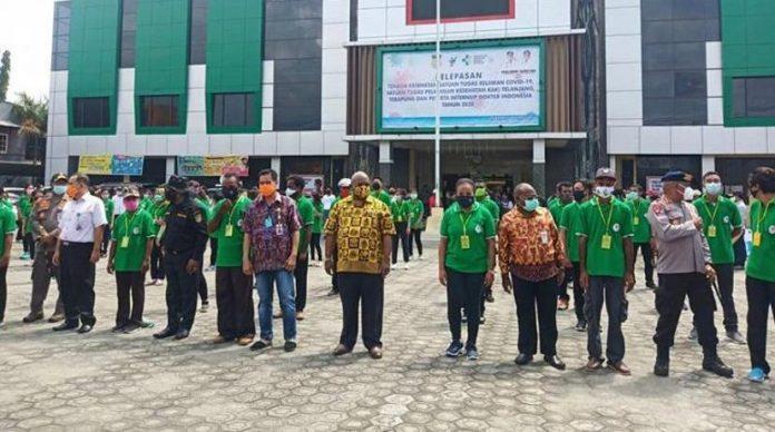 Pelepasan 168 orang relawan, dokter dan tenaga medis untuk membantu melayani pasien baik positif, PDP dan ODP di 16 kabupaten/kota